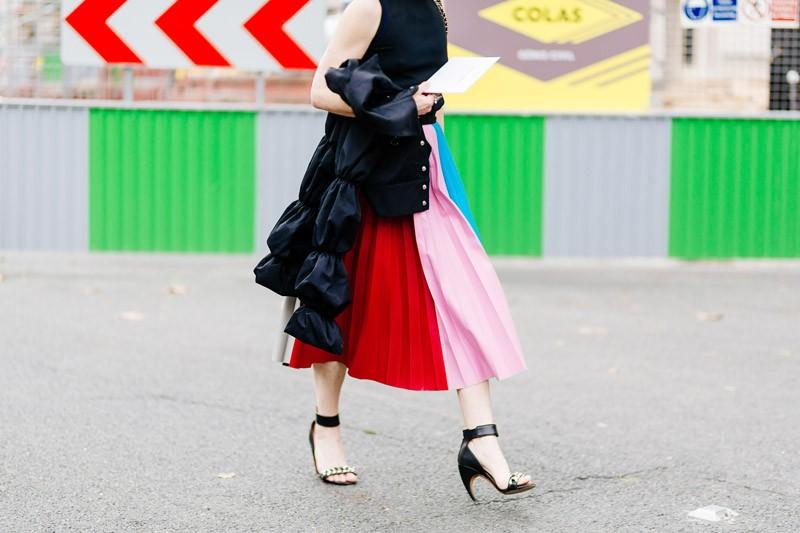 Street style Paris Xuân - Hè 2018: Sắc màu nồng ấm lên ngôi