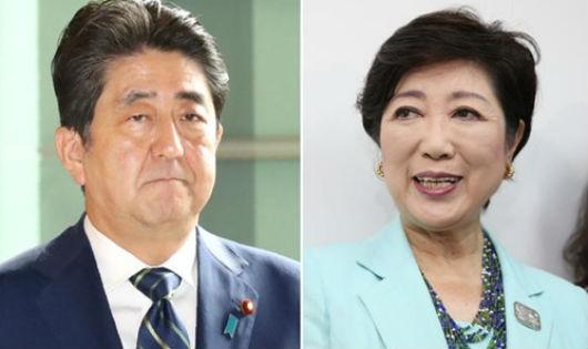 Thủ tướng Nhật Bản Shinzo Abe (trái) và thị trưởng Tokyo Yuriko Koike