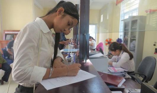 Hải làm thủ tục cấp lại GKS ở Phòng Tư pháp huyện Phú Vang