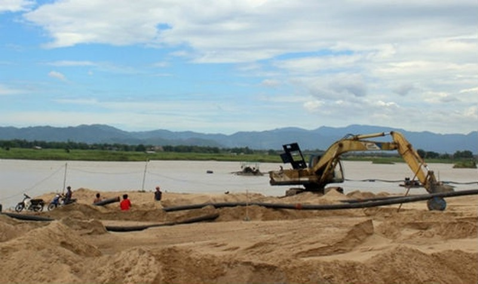 Những dòng chảy chết đang hình thành ở sông Ba từ việc doanh nghiệp tự ý mở đường dưới sông