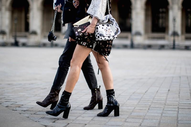ELLE Style Calendar (16/10 – 22/10): Sành điệu như Fashionista thứ thiệt cùng giày bốt cao gót