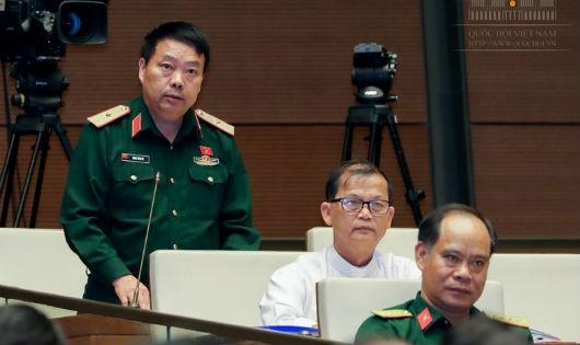 ĐB Sùng Thìn Cò (Hà Giang) phát biểu tại phiên họp