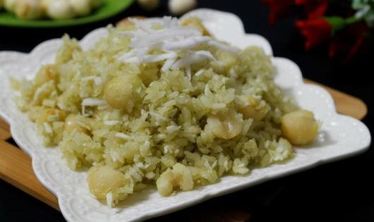 Làm món xôi hạt sen lá dứa hương vị độc đáo