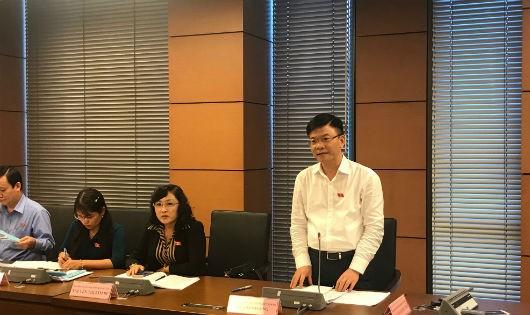 Bộ trưởng Bộ Tư pháp Lê Thành Long phát biểu tại buổi thảo luận