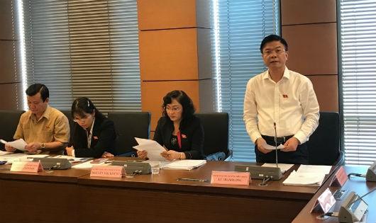 Bộ trưởng Bộ Tư pháp Lê Thành Long phát biểu tại tổ