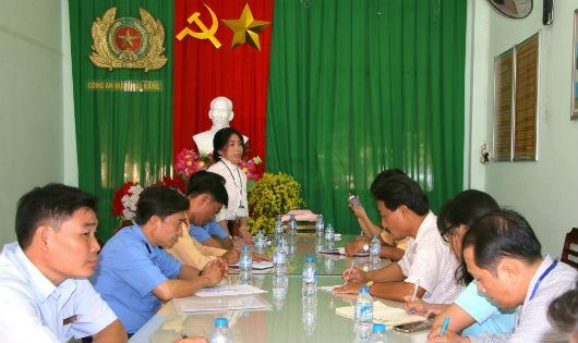 Bà Trần Thị Xuân – Phó Trưởng ban ATGT TP Cần Thơ phát biểu tại buổi bàn giải pháp đảm bảo ATGT đường thủy tại khu vực chợ nổi Cái Răng