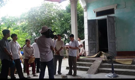Các cơ quan chức năng tiến hành cưỡng chế tại gia đình ông Nguyễn Quang Thắm