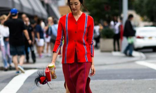 All-red là cách kết hợp giúp bạn nổi bật trên đường phố (Ảnh: Stairway to Fashion)