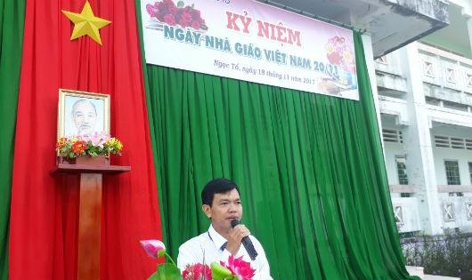 Thạc sĩ Đinh Văn Sự, hiệu trưởng trường THPT Ngọc Tố cảm ơn lãnh đạo chính quyền các cấp đã quan tâm sâu sắc đến thầy và trò của trường