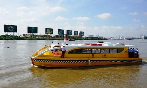 Tàu buýt đường sông được hạ thủy hôm 21/8. Ảnh: Báo Người lao động