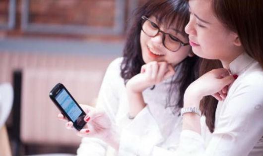 Trẻ em thời nay thường xuyên tiếp xúc với công nghệ