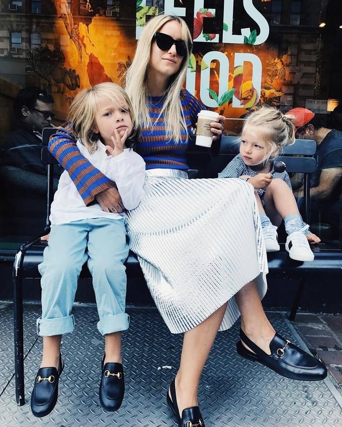 Street style cá tính của bà mẹ hai con người Hà Lan