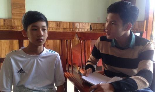Em Lê Thanh Ân, đang trò chuyện với tác giả bài viết
