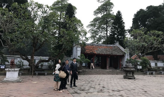 Hơn chục ngày qua, Văn Miếu - Quốc Tử Giám thưa vắng du khách và học sinh, sinh viên.