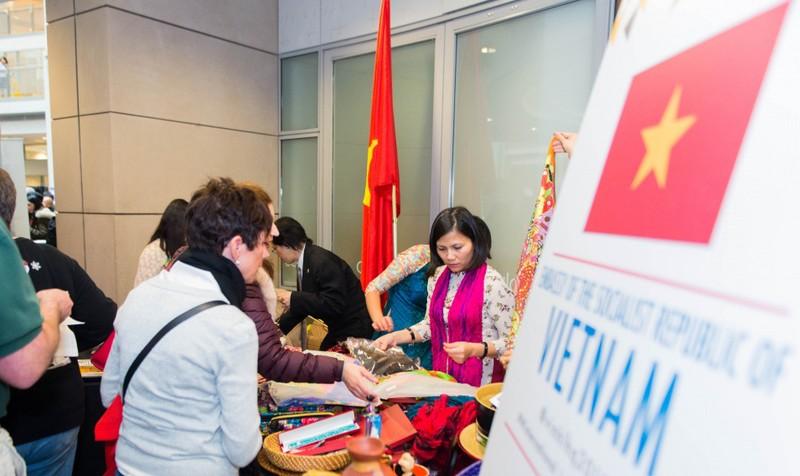 Quảng bá văn hoá Việt Nam tại Trung tâm Thương mại Quốc tế