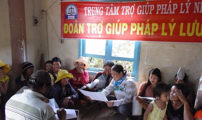 Quy định cụ thể điều kiện khó khăn về tài chính của người được TGPL