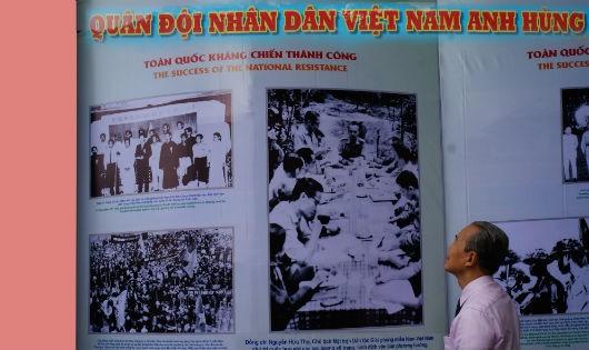 """Hình ảnh """"Bộ đội giải phóng"""" sát cánh cùng Luật sư Nguyễn Hữu Thọ"""