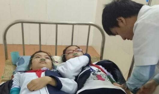 Hít phải khí độc từ  Cty CP Thép Việt Nhật, hàng chục học sinh nhập viện cấp cứu