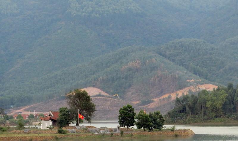 Ngôi mộ cổ thời Trần mới phát lộ nằm cách lăng vua Trần Anh Tông không xa. Ảnh do Bảo tàng Quảng Ninh cung cấp.