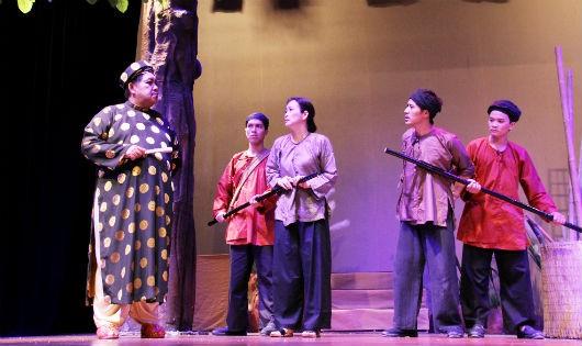 Một cảnh trong vở kịch Tết Giấc mộng vàng son của sân khấu Hoàng Thái Thanh