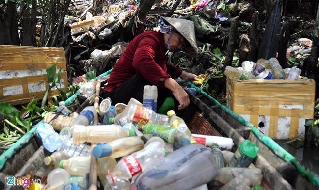 """Tiềm ẩn ô nhiễm, bệnh tật từ những """"vựa ve chai"""""""