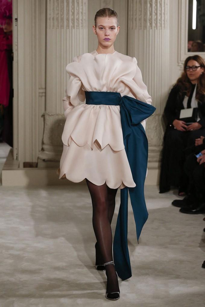 Loạt thiết kế lộng lẫy trên sàn diễn Haute Couture xuân 2018