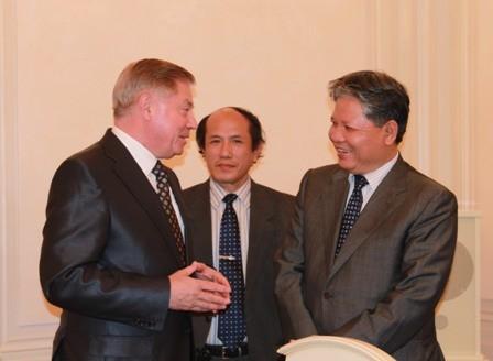 Bộ trưởng Tư pháp Hà Hùng Cường gặp gỡ trao đổi với Chánh án Tòa án Tối cao Liên Bang Nga V.M.Lebedev.