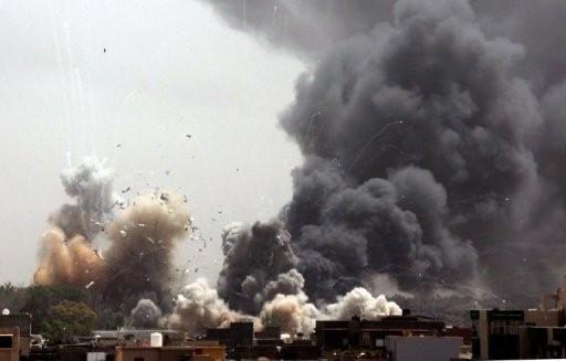 Một vụ nổ xảy ra trong khu dinh thự của nhà lãnh đạo Libya Gaddafi hôm qua. Ảnh: AFP