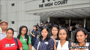 Người giúp việc gia đình được yêu cầu rời khỏi Hồng Kông trong vòng 2 tuần nếu bị chủ sa thải.