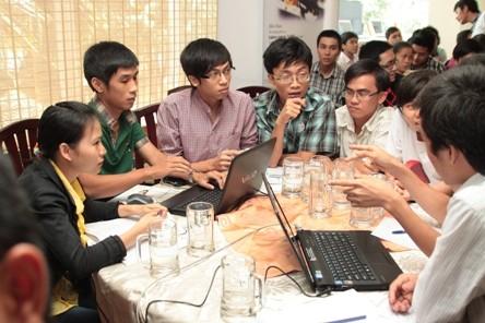 Các bạn trẻ tại buổi hội thảo