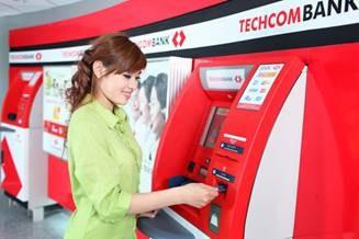 Tăng phí giao dịch  nội mạng, nhưng chất  lượng dịch vụ của ngân  hàng có cải thiện? Ảnh chỉ mang tính chất minh họa