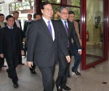 Bộ trưởng Hà Hùng Cường đón Thủ tướng Chính phủ Nguyễn Tấn Dũng tới dự Hội nghị toàn quốc triển khai công tác Tư pháp năm 2013