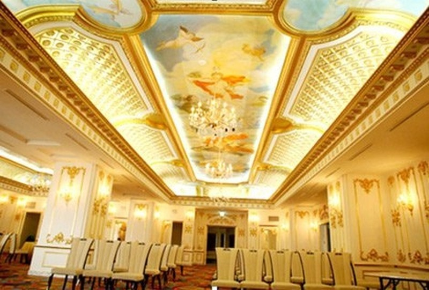 Đại gia Việt đi du lịch nước ngoài, ở khách sạn dát vàng đón Tết.