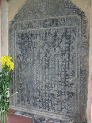 Tấm bia đá ghi chỉ dụ vua Tự Đức