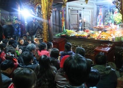 Đi lễ chùa đầu năm là một phong tục tốt đẹp của dân tộc ta