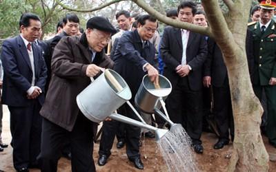 Tổng Bí thư Nguyễn Phú Trọng tham dự Tết trồng cây.