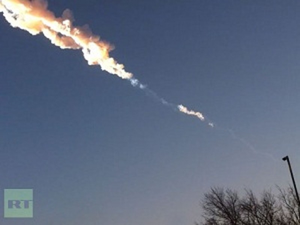 Mảnh thiên thạch nổ tung trên không trung.