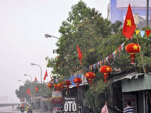 Đèn lồng được người dân dán cờ đỏ sao vàng ở khu dân cư Quán Toan, quận Hồng Bàng - Hải Phòng