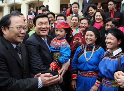 Chủ tịch Nước Trương Tấn Sang thăm và  chúc Têt cộng đồng các dân tộc Việt Nam tại  Làng Văn hóa du lịch các dân tộc Việt Nam