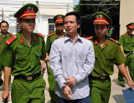 Năng thất thần sau khi tòa tuyên án 14 năm tù.