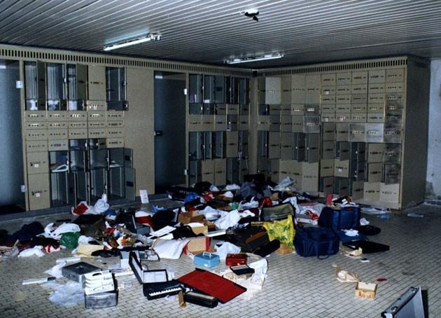 Khung cảnh bên trong hầm ngầm của Trung tâm Kim cương Antwerp sau vụ cướp hồi năm 2003