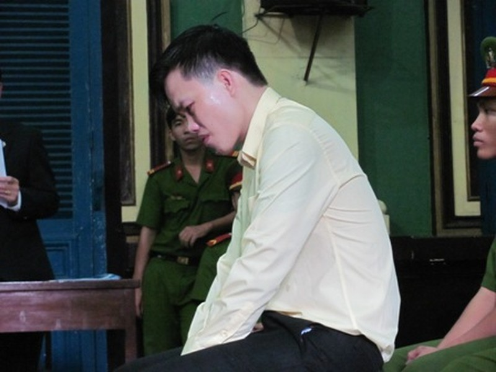 Hoàng Ngọc Thắng bật khóc khi nghe luật sư bào chữa kể về quãng thời gian thân thiết của đôi bạn