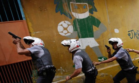 Một nhóm cảnh sát tại Sao Paulo. Ảnh: Guardian