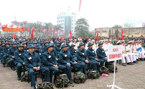 Với quân trang gọn gàng, thanh niên thủ đô sẵn sàng thực hiện nghĩa vụ quân sự.
