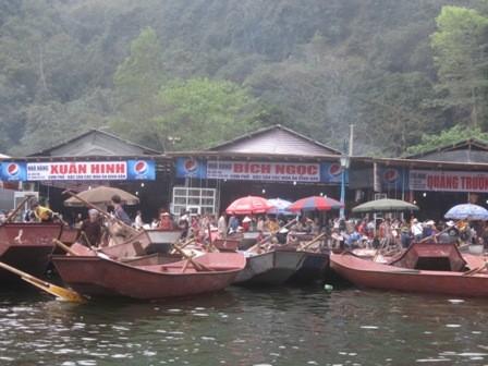 Nếu không cẩn thận, du khách rất dễ bị bắt chẹt tiền đò ở Chùa Hương