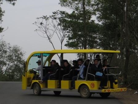 Xe điện ở chùa Bái Đính