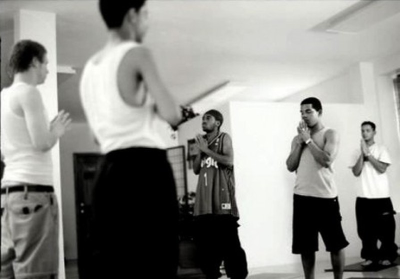 Tập Yoga tại trại cải tạo Crossroad ở Brownsville. Ảnh: World Crunch
