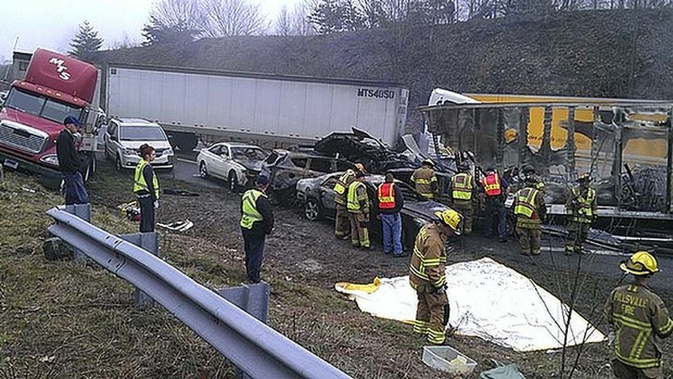 Những chiếc xe gặp nạn.