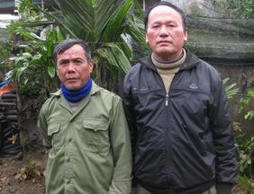 Ông Nguyễn Hữu Đức (phải) và ông Phùng Văn Lài, hai người đứng ra tố cáo bà Lương Thị Lý