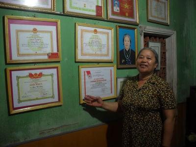 Bà Liên đã được tặng nhiều Bằng khen, Giấy khen trong công tác chữ thập đỏ